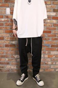 Black TR Baggy Pants<br>블랙컬러, TR소재<BR>배기 디자인으로 제작된 팬츠