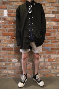 Piercing Black Overfit Shirts<br>피어싱 블랙 오버핏 셔츠<br>트렌디함,여유있는 실루엣