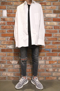 White Over Fit Box Shirts<Br>화이트컬러, 박시한 핏감<br>깔끔한 디자인의 박스핏 셔츠