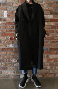 Black Over Fit Double Trench Coat<br>블랙컬러의 TR원단,박시한 핏<BR>더블형식의 오버사이즈 트렌치 코트