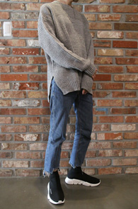 Grey Lambswool Knit<br>그레이컬러, 램스울 소재<br>깔끔한 디자인의 기본 라운드 니트
