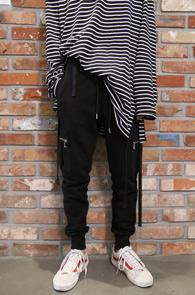 Black Cargo Zipper Jogger Pants<br>블랙컬러의 신축성있는 원단<br>편안한 착용감의 조거 트레이닝팬츠