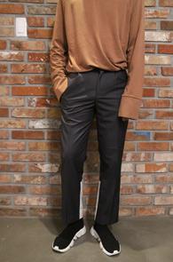Two Tone Slim Slacks Grey<br>투톤 배색 디테일, 슬림한 핏감<br>유니크한 디자인의 슬림 슬랙스