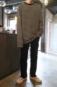 2 Color Stripe Over Fit T-Shirts<Br>아이보리와 블랙 두가지 컬러<br>박시한 핏감의 스트라이프 티셔츠
