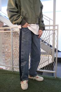 Wide Side Washing Crop Denim Pants<Br>와이드한 핏감, 연청 컬러감<br>사이드 라인 워싱이 매력적인 데님팬츠