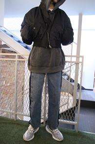 Black Shoulder MA-1 Jacket<Br>블랙컬러의 파워 숄더 디자인<br>유니크한 스타일의 MA-1 자켓