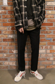 Black Slim Fit Slacks Pants<br>블랙컬러, 슬림한 핏감<br>밑단 트임 디테일이 돋보이는 슬랙스팬츠