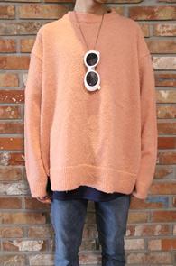 Pink & Ivory Layered Knit<br>핑크와 아이보리 두가지 컬러<br>부클소재의 사이드 트임 니트