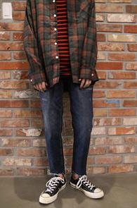 Mid Blue Cutting Denim Pants<Br>중청톤의 워싱 컬러감<br>슬림한 핏감의 크롭 컷팅진
