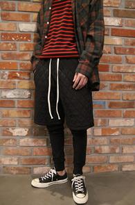 Black Quilting Half Leggins Pants<Br>블랙컬러, 퀼팅 원단<br>레깅스가 레이어드된 퀼팅팬츠