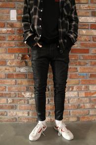 Black Coating Crop Denim Pants<Br>블랙컬러, 코팅가공된 소재<br>크롭 기장감의 블랙코팅진