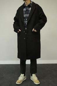 Black Wool Single Coat<Br>베이직한 디자인, 블랙 컬러<br>울소재의 깔끔한 싱글코트