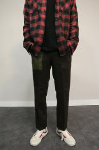 Brown Carbon Wool Slacks<br>브라운컬러의 울 소재<br>배색 디테일이 돋보이는 슬랙스