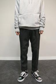 Grey Pintuck Wool Slakcs<br>그레이컬러, 핀턱 디테일<br>슬림스트레이트 핏감의 울슬랙스