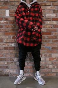 Red Check Shirts Jacket<br>깅엄체크 패턴, 누빔디테일<br>셔츠형태로 제작된 누빔 자켓