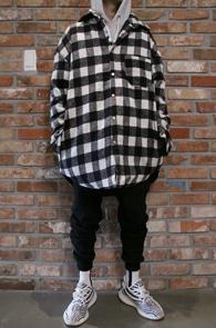 Black Check Shirts Jacket<Br>깅엄체크 패턴, 누빔디테일<br>셔츠형태로 제작된 누빔 자켓
