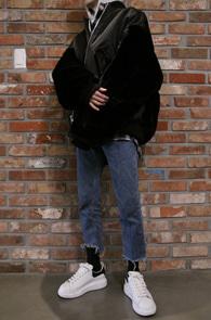 Black Fur MA-1 Jacket<br>블랙컬러, 퍼 디테일<br>색다른 디자인의 MA-1 점퍼
