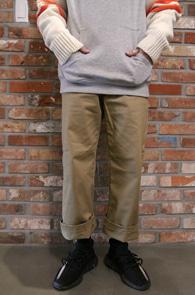 Beige Wide Fit Cotton Pants<br>베이지컬러의 와이드한 핏감<br>코튼소재로 제작된 와이드 팬츠