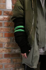 2 Color Kint Arm Warmer<br>블랙과 아이보리 두가지 컬러<br>레이어드 하기 좋은 암워머 니트