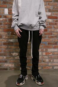Black Zipper Training Pants<br>블랙컬러, 밑단 지퍼 디테일<br>편안한 착용감의 트레이닝 팬츠