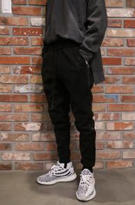 Wool Track Jogger Pants<br>블랙컬러, 울소재<br>사이드 라인 디테일의 조거팬츠