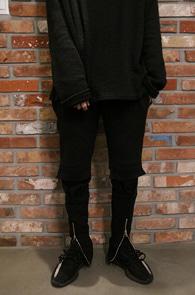Black Front Zipper Jogger Pants<Br>블랙컬러, 앞지퍼 디테일<br>편안한 착용감의 조거 팬츠