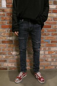 Dark Blue Cutting Detail Slim Pants<br>진청 베이스의 워싱 가공<br>슬림한 핏감의 스키니 팬츠