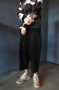 Crop Wide Banding Pants<Br>크롭트 기장, 와이드한 핏감<br>여유있는 실루엣의 밴딩 팬츠