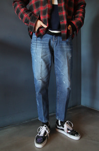 Blue Washing Crop Denim Pants<br>중청톤의 워싱가공 컬러감<br>크롭 기장감의 스키니 디스진
