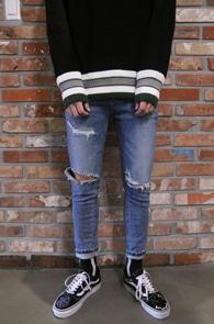 Blue Destroyed Slim Denim Pants<br>중청톤의 워싱가공 컬러감<br>슬림한 핏감의 스키니 디스진