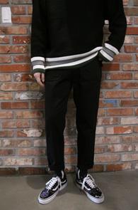 Black Cotton Pocket Pants<br>블랙컬러, 일자핏감<br>코튼 소재의 포켓 팬츠