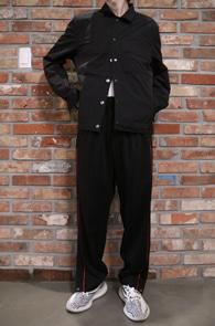 2 Color Soft Button Jacket<br>블랙과 베이지 두가지 컬러<br>얇은 소재감의 봄 자켓