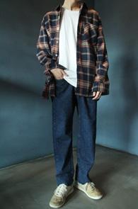 Navy Pocket Check Shirts<br>네이비톤의 체크 패턴<br>깔끔한 디자인의 체크셔츠
