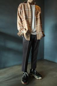 Beige Pocket Check Shirts<br>베이지톤의 체크 패턴<br>깔끔한 디자인의 체크셔츠