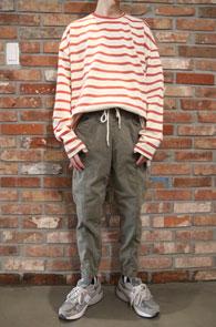 Red Stripe Box Fit MTM<BR>레드 스트라이프 패턴,박시한 핏감<br>여유있는 실루엣의 맨투맨
