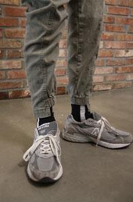 Khaki Unbalance Jogger Pants<br>카키컬러, 시보리 디테일<br>절개디테일이 돋보이는 조거팬츠