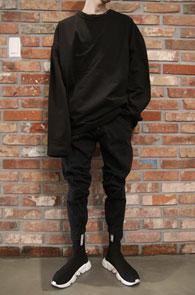 Black Box Fit T-Shirts<BR>블랙컬러, 박시한 핏감<BR>여유있는 실루엣의 다트 박스 티셔츠
