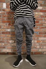 Grey Jogger Cotton Pants<br>그레이컬러의 워싱된 코튼 소재<br>밴딩 디테일의 조거 팬츠