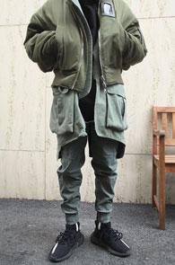 Khaki Jogger Cotton Pants<Br>카키컬러의 워싱된 코튼 소재<br>밴딩 디테일의 조거 팬츠