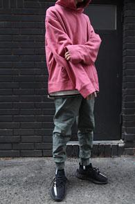2 Color Over Fit Hood T-Shirts<br>블랙과 핑크 두가지컬러<br>박시한 핏감의 후드티셔츠