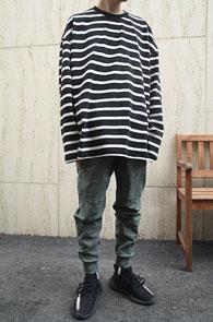 Black Stripe Box Fit MTM<BR>블랙 스트라이프 패턴,박시한 핏감<BR>여유있는 실루엣의 맨투맨