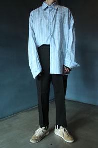 2 Color Over Fit Stripe Shirts<br>스카이블루와 핑크컬러 스트라이프 패턴<br>여유있는 실루엣의 오버핏 셔츠