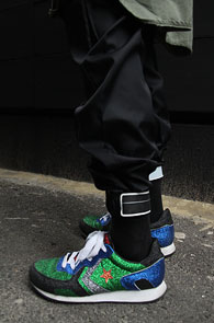 Black Jogger Velcro Pants<Br>블랙컬러, 프라다 원단<br>밑단 벨크로 디자인의 조거 팬츠