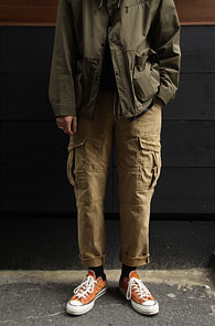 Beige Banding Cargo Cutting Pants<Br>베이지컬러, 밑단 컷팅 디테일<br>편안한 착용감의 카고팬츠