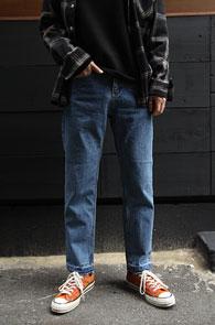 Mid Blue Regular Fit Denim Pants<Br>중청톤의 데님 소재<br>레귤러 핏감의 스트레이트 팬츠