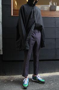 Black Over Fit Hood Shirts<Br>박시한 오버 핏감, 블랙 컬러<br>여유로운 실루엣의 후드 셔츠
