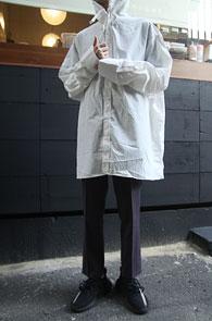 White Over Fit Hood Shirts<Br>박시한 오버 핏감, 화이트 컬러<br>여유로운 실루엣의 후드 셔츠