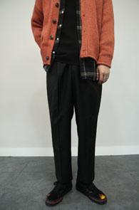 Black Baggy Slacks Pants<br>블랙컬러, 세미 배기핏감<br>깔끔한 디자인의 슬랙스 팬츠