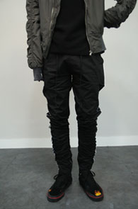 Side Line Shirrring Zipper Pants<br>사이드라인 디테일,밑단 지퍼<br>셔링 디테일의 트레이닝 팬츠