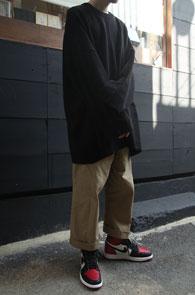 Black Over Fit Basic Knit<br>블랙컬러, 박시한 핏감<br>여유로운 실루엣의 오버핏 니트